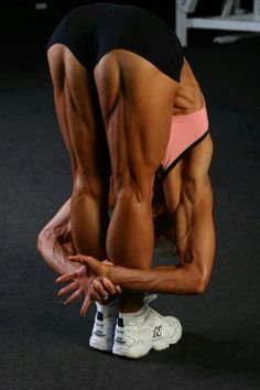 Unless your really into fitness, the hamstring muscles are usually passed over and forgotten. This article explores the development of this some what of a secondary leg muscle. Bodybuilder, Fitness Inspiration, Hamstring Muscles, Hamstring Workout, Thigh Muscles, Bicep Muscle, Muscle Legs, Modelos Fitness, Ripped Body