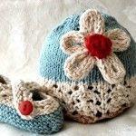 örgü çiçek motifli bebek şapka ve patik modeli