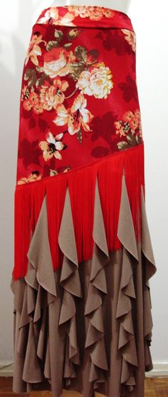 Fringing over vertical frills - great idea, and you could mix and match Flamenco Costume, Flamenco Skirt, Flamenco Dancers, Belly Dance Costumes, Dance Fashion, Fashion Dresses, Hippie Chic, Spanish Dancer, Mermaid Gown