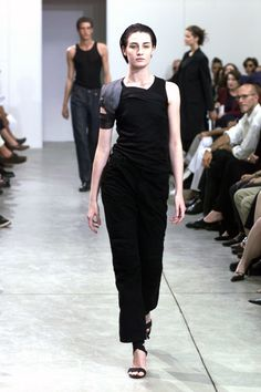 See the complete Helmut Lang Spring 1999 Ready-to-Wear collection.