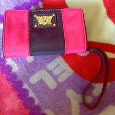 Juicy couture phone wristlet This NWT fits  a cell phone , a lip stick / lip gloss and  6 credit card compartments and has two inserts for cash or receipts plus one outer compartment . Item is authentic and comes from a smoke free home Juicy Couture Accessories Phone Cases
