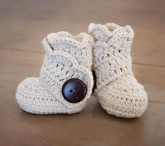 Handmade crochet baby booties for itty bitty cozy toesies. #etsykids