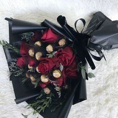 Best Birthday Flowers Present Gift Wrapping Ideas Candy Bouquet Diy, Flower Bouquet Diy, Valentine Bouquet, Gift Bouquet, Valentines Flowers, Valentines Diy, Valentine Treats, Chocolate Flowers Bouquet, Flower Box Gift