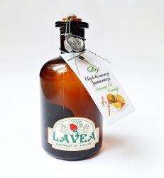 Luksusowy Olejek do masażu pomarańczowy 100 ml Lavea Ma działanie uspokajające, antydepresyjne, usuwa stany lękowe, napięcia i nadpobudliwość. Ułatwia zasypianie przy bezsenności. Działa przeciwskurczowo, pielęgnuje skórę, ujędrnia i poprawia jej ukrwienie. Wspomaga naturalną ochronę skóry.