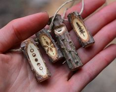 Nature Crafts, Home Crafts, Diy And Crafts, Arts And Crafts, Wood Burning Crafts, Wood Burning Art, Bois Diy, Dread Beads, Wood Stone