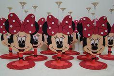Centro de mesa com vareta para bexiga feito em EVA pintado a mão  Altura de 20 cm SEM CONTAR vareta para bexigas Festa Mickey Baby, Minnie Mouse Party, Mouse Parties, Happy Birthday Celebration, Kids Birthday Themes, Jacky, Decoration, Bowser, Marie