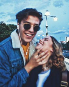 Romantic Boyfriend Girlfriend Pose Ideas for Photography - Creative Maxx Ideas