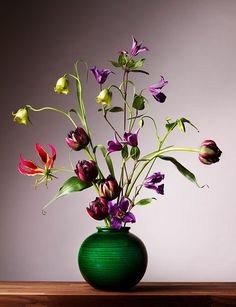 Impressive Flowers Still Life By Chinnoe Vlemmix Bloem Naar Seghers Via Happy Flowers, Bunch Of Flowers, Pretty Flowers, Arrangements Ikebana, Floral Arrangements, Flower Room, Flower Art, Beautiful Flower Arrangements, Arte Floral