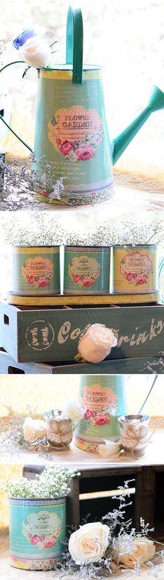 Regaderas y latas vintage para arreglos florales