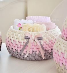 The simplest Crochet Wicker and basket models Art Au Crochet, Crochet Bowl, Crochet Diy, Crochet Gifts, Diy Crochet Basket, Crochet Basket Pattern, Knitting Patterns, Crochet Patterns, Crochet Storage