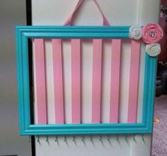 Frame hair bow holder, Headband and hair clip organizer. Staple wide ribbon onto the back of a frame, trim ribbon and voila! Hair Clip Organizer, Organizing Hair Accessories, Diy Ribbon, Frame Crafts, Baby Girl Headbands, Diy Crafts For Kids, So Little Time, Diy Gifts, Hair Bows
