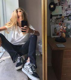 girl sun jeans jacket T-shirt vans room fashion style street mood inspiration Mode Outfits, Fashion Outfits, Womens Fashion, Fashion Tips, Fashion Beauty, Estilo Grunge, Looks Vintage, Grunge Style, Mode Inspiration