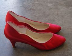 Vintage Red Satin Dyeable Shoes 8.5 M by hipandvintage on Etsy