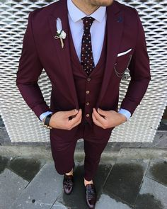 Grad Suits, Prom Suits For Men, Best Suits For Men, Prom Outfits For Guys, Wedding Dresses Men Indian, Wedding Dress Men, Wedding Suits, Maroon Suit, Burgundy Suit