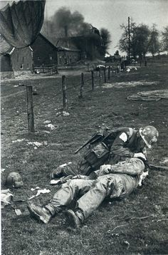 """gemlar brilliantinemortality """" """" """" """" Landed Paratroopers (near Wessel, Germany, March by Robert Capa """" """" Ww2 History, Military History, Military Photos, Geração Baby Boomers, Us Ranger, Airborne Army, First Indochina War, Combat Medic, War Photography"""