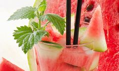 Four infused water recipes to liven up your water. Refreshing Drinks, Fun Drinks, Yummy Drinks, Beverages, Yummy Food, Tasty, Cocktail Shots, Cocktails, Mint Water
