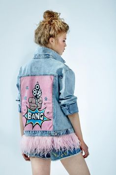 "Denim jacket ""Bang"" of gently blue color. 100% COTTON. Hand painted, decorated with detachable ostrich feathers of pink colour.Woven label in organic cotton.NOT VINTAGE JACKET!"