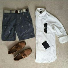 Oh yes, weiüe Hemden eine kurze Hose und Boatshoes. Was gibt es besseres als Boatshoes im Sommer? Style Casual, Casual Outfits, Men Casual, Stylish Men, Men's Style, Mode Masculine, Cool Summer Outfits, Summer Wear, Look Man
