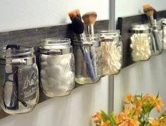 banheiro pequeno potinhos de vidro organizadores madeira