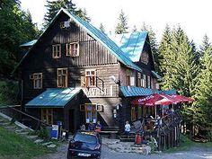Chata Návrší m) Home Fashion, Cabin, House Styles, Home Decor, Homemade Home Decor, Cabins, Cottage, Decoration Home, Cubicle
