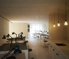 Golden Workshop by modulorbeat and Münster School of Architecture students - SCHOOL ROOM Workshop Architecture, Space Architecture, School Architecture, Architect Jobs, Student Room, Minimal Home, Zaha Hadid Architects, Wood Interiors, Modern Interior