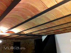 bovedilla curva manual revoltó manual certificat sense junta Acoustic Ceiling Panels, Timber Ceiling, Vaulting, Landscape Architecture, Ceilings, Stairs, Industrial, Restaurant, House