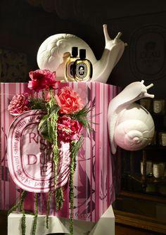 Diptyque ~ Rose Duet window display by Alexandre Roussard, Paris Shop Window Displays, Display Windows, Retail Displays, Dark Tree, Retail Windows, Exhibition Display, Visual Merchandising, Creative Design, Rose
