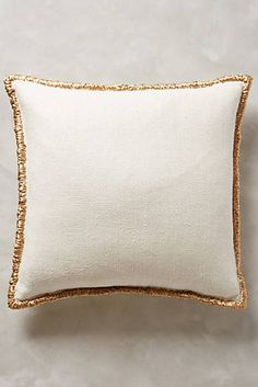 25 Fashionable Home Decor Items to Update Your Pad StyleCaster Sofa Pillows, Throw Pillows, Burlap Pillows, Rideaux Design, Tuscan Style Homes, Diy Casa, Bohemian Bedding, Soft Furnishings, Home Decor Items