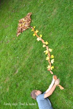 When the leaves fall off the trees bring the family out to have fun making your own life-size leaf art. Best on a non-windy day! Forest School Activities, Art Activities, Land Art, Autumn Art, Autumn Leaves, Fallen Leaves, Ephemeral Art, Nature Collage, Forest Art