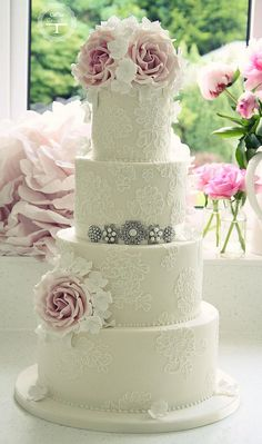 Brush embroidery wedding cake | by Cotton and Crumbs