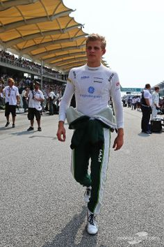 Marcus Ericsson getting ready for race - 2014 Malaysian GP his second ever GP Marcus Ericsson, Watch F1, F1 Season, Thing 1, Car Memes, F1 Drivers, Formula One, Sci Fi, Sporty
