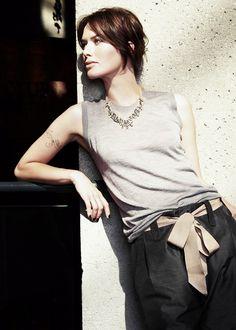 lena headey: linen pants, light tank an statement necklace