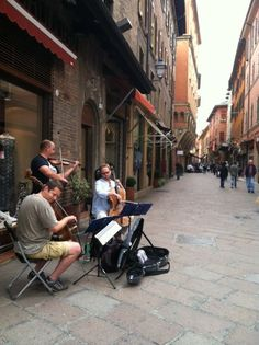classical-street-musicians-bologna-italy.jpg  Via D' Azeglio .