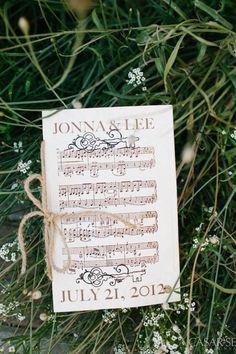 invitacions-motius-musicals-stylemepretty-miarianne-wilsonphotography_