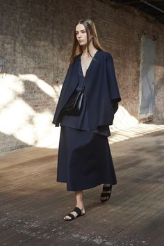 View the The Row Spring 2015 RTW collection. See photos and video of the runway show. The Row Fashion Details, Look Fashion, Fashion Show, Fashion Design, Catwalk Fashion, Fashion Blogs, The Row, Minimal Fashion, Spring Summer 2015