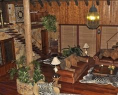 African Living Room-what a wonderful room! African Living Rooms, African Room, Living Room Themes, Living Room Designs, Living Spaces, African Jungle, African Home Decor, Global Style, Jungle Theme