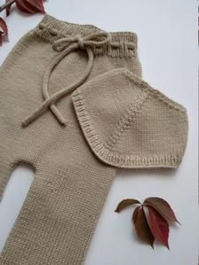 Ravelry: Harvest Baby Pants and Bandana pattern by Sandra Magalhães Easy Baby Knitting Patterns, Baby Patterns, Knit Patterns, Kids Knitting, Bandana, I Cord, Dk Weight Yarn, Baby Pants, Rompers