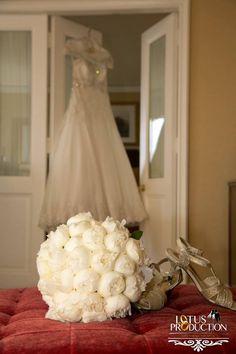 Wedding Dresses & Bridal Gowns. Beautiful #WeddingPhotography and #WeddingDresses.