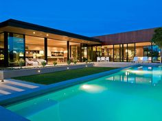 Top 575 modern villa design with swimming pool using glass mill swimming pool timetable and patio design with raised beds with modern house exterior white - Awesome home interior design Luxury Modern Homes, Luxury Homes Dream Houses, Dream Homes, Modern House Floor Plans, Modern Villa Design, Indoor Waterfall, House Elevation, Facade House, Architecture Plan