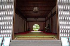 Zen Round Window at Meigetsu-in Temple, Kamakura (2011) by Gustavo Thomas, via Flickr