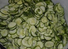 Sałatka szwedzka z ogórków na zimę - przepis ze Smaker.pl Zucchini, Vegetables, Food, Meal, Essen, Vegetable Recipes, Hoods, Meals, Eten