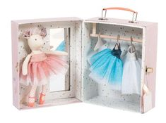 The perfect gift for any twinkletoes in your life, this adorable little play set from French toy maker Moulin Roty features a beautiful prima ballerina mouse doll wearing a sweet pink outfit. Ballerina Doll, Little Ballerina, Ballerina Outfits, Tutu Outfits, Tutu En Tulle, Pink Tulle, Brave Princess, Wardrobe Sets, Suitcase Set