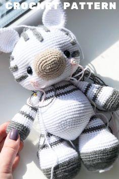 Crochet Zebra Pattern, Crochet Deer, Crochet Animal Amigurumi, Diy Crochet And Knitting, Crochet Animal Patterns, Stuffed Animal Patterns, Amigurumi Patterns, Crochet Animals, Crochet Dolls