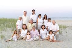 How to Take Good Beach Photos Large Family Photography, Large Family Portraits, Large Family Poses, Family Picture Poses, Family Beach Pictures, Fall Family Photos, Family Posing, Beach Photography, Family Potrait