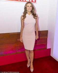 Elizabeth Hurley, 50, shows off her trim shape in form-fitting pastel dress as she promotes Breast Cancer awareness on Loose Women | Daily Mail Online