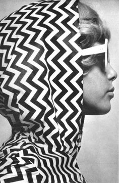 Pattie Boyd, Photo by Brian Duffy for Vogue UK in 1965 Sixties Fashion, Mod Fashion, Fashion Art, Vintage Fashion, Simply Fashion, Fashion Design, Style 60s, Mode Style, Swinging London