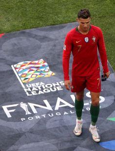 Soccer Guys, Soccer Stars, Football Soccer, Ronaldo Football, Cristiano Ronaldo Cr7, Best Football Players, Soccer Players, Ronaldo Free Kick, Cr7 Portugal