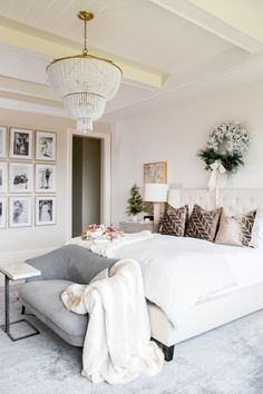 light, bright, + feminine bedroom // love the settee with drink table at end of . - Home Design Inspiration Interior, Home Decor Bedroom, Home Bedroom, Home Decor, House Interior, Modern Bedroom, Bedroom Design Inspiration, Feminine Bedroom, Bedroom