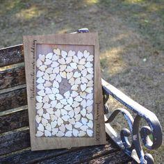 おしゃれなハートドロップスをお作りします。枠部分【Welcome to our wedding】【挙式の日付】ハート一コマ【お二人の名前】※ブラウンorレッドお選びください。彫刻させて頂きます!こちらは、ハートSサイズ90枚とハートLサイズ1枚が入ります。ハートドロップス枠ハートSサイズ90枚ハートSサイズ予備数枚ハートLサイズ1枚をお送りいたします。ハートはSML3種類ご用意しております。ハートの大きさ等人数に合わせて柔軟に対応させて頂きますので、お気軽にお問い合わせください。サイズ:300 × 450 × 17 mm材質:シナベニヤ・アクリル