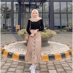 Sasa Skirt Rok kekinian Harga: Bahan: Balotelly All size fit to L Hijab Fashion Summer, Modest Fashion Hijab, Modern Hijab Fashion, Muslim Women Fashion, Street Hijab Fashion, Casual Hijab Outfit, Hijab Fashion Inspiration, Teen Fashion Outfits, Modest Outfits